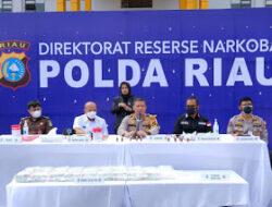 Kapolda Riau Release Penangkapan Narkoba Jenis Cair dan Musnahkan 20 KG Sabu