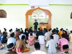Rutinitas Bupati Barru Sholat Jumat di Masjid Nur Habibi Lanrae Desa Nepo Kec. Mallusetasi