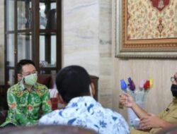 Wali Kota Danny Terima Kunjungan Grab Indonesia Serahkan Bantuan Kesehatan dan Sembako Senilai Rp159 Juta
