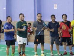 Sejumlah Legislator Makassar Main Badminton Bersama Wali Kota Danny